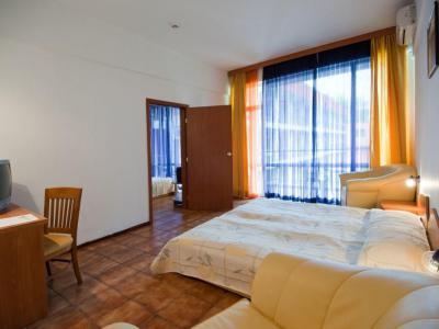 Hotel Regina**+ 2019