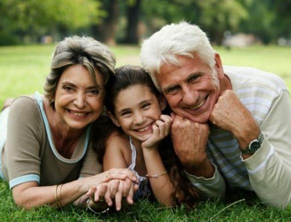 Gyermek utazik nagyszülőkkel vagy elvált szülővel