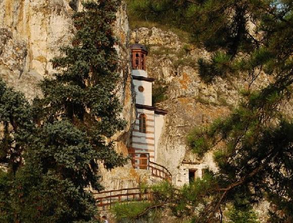 Szent Dimitriusz Baszarbovszki sziklatemplom